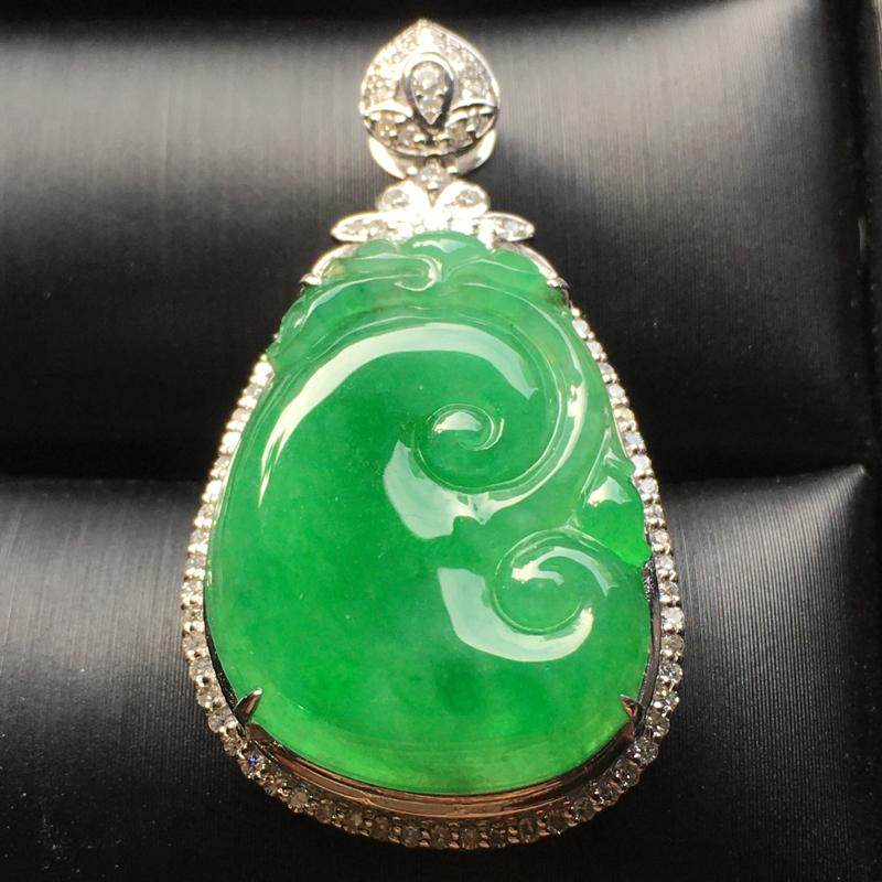冰阳绿如意翡翠吊坠,水润通透,饱满圆润,完美,裸石尺寸:23.5*17.4*3.5整体尺寸:36.7