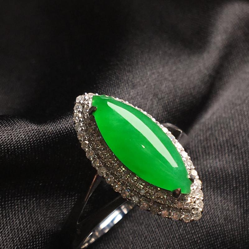 天然翡翠A货,18K金伴钻镶嵌,满绿马眼戒指,色泽鲜艳,料子细腻,冰透水润,豪华镶嵌,性价比高