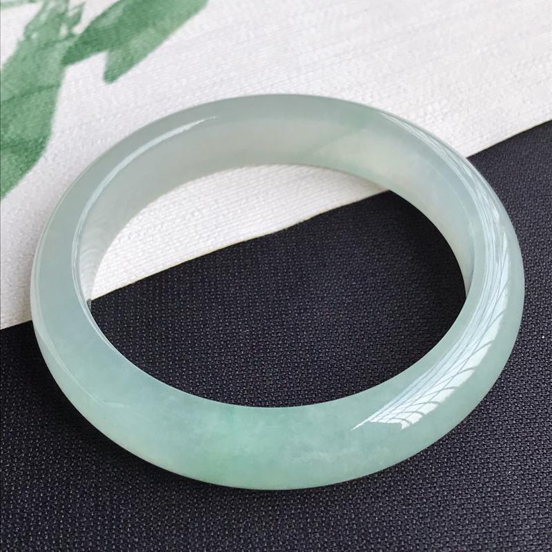 圈口55-56mm天然翡翠A货老坑冰糯种淡绿正圈手镯,圈口:55.8×12.5×7.8mm,料子细腻