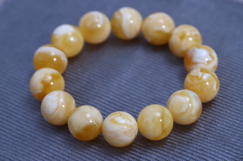 「收藏级圆珠手串俄料妖孽瓷白花蜡」 气质出众的金白成色  颗颗妖花  色泽亮丽  品相十分精美  规