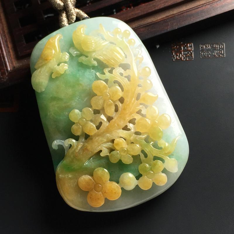 糯种黄加绿鸟语花香吊坠 尺寸52-37-13毫米 色泽艳丽 玉质细腻 雕工精细 饱