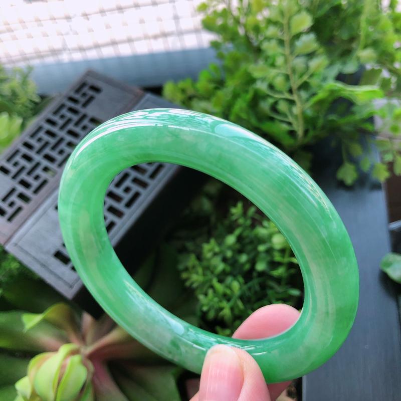 满绿翡翠圆条手镯 尺寸:55.6x11.5x11mm