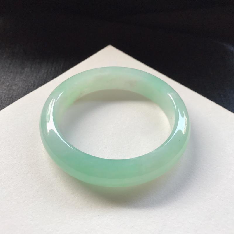 55.5/正圈:糯化晴绿,底妆细腻 干净,品相不错,晴绿清雅 甜美,有矿点,微抠