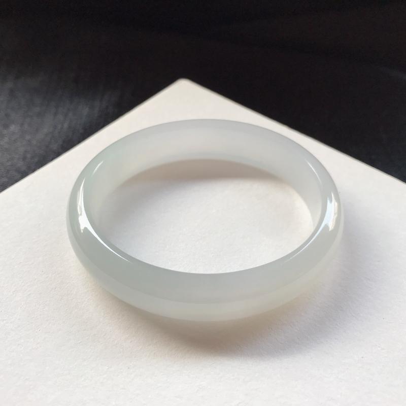 贵妃:51/45.2-11.3-6 mm ,正圈49可戴,冰糯底色,底妆细腻 干净,种水不错,底色素