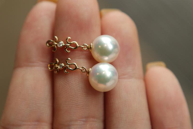 海水珍珠耳环 很美很温柔,二十岁戴到六十岁。 18k金+足反钻石,日本海水珍珠8.5-9mm