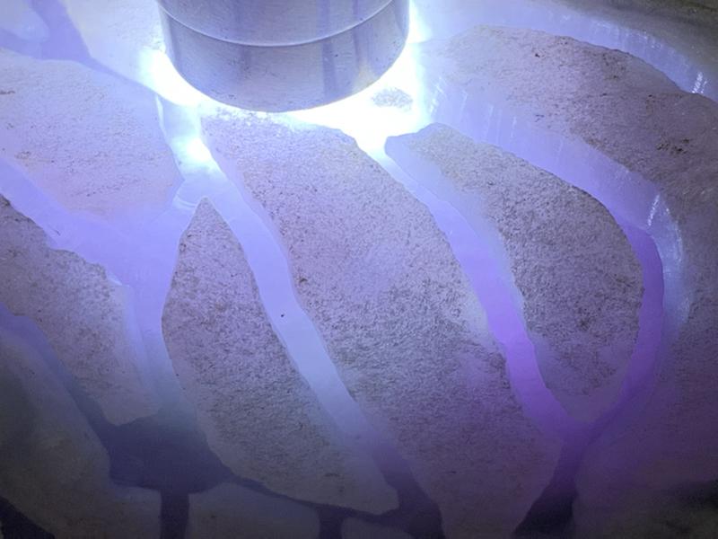 #免费切石解石加工手镯# 【名称】3.75公斤木那开窗手镯紫罗兰料。 【重量】3.75公斤【尺寸】