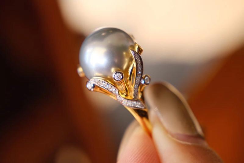 海水珍珠戒指  一对一设计款式 价不高还好看[偷笑] 大溪地海水珍珠 13.1mm 强光正圆。 18