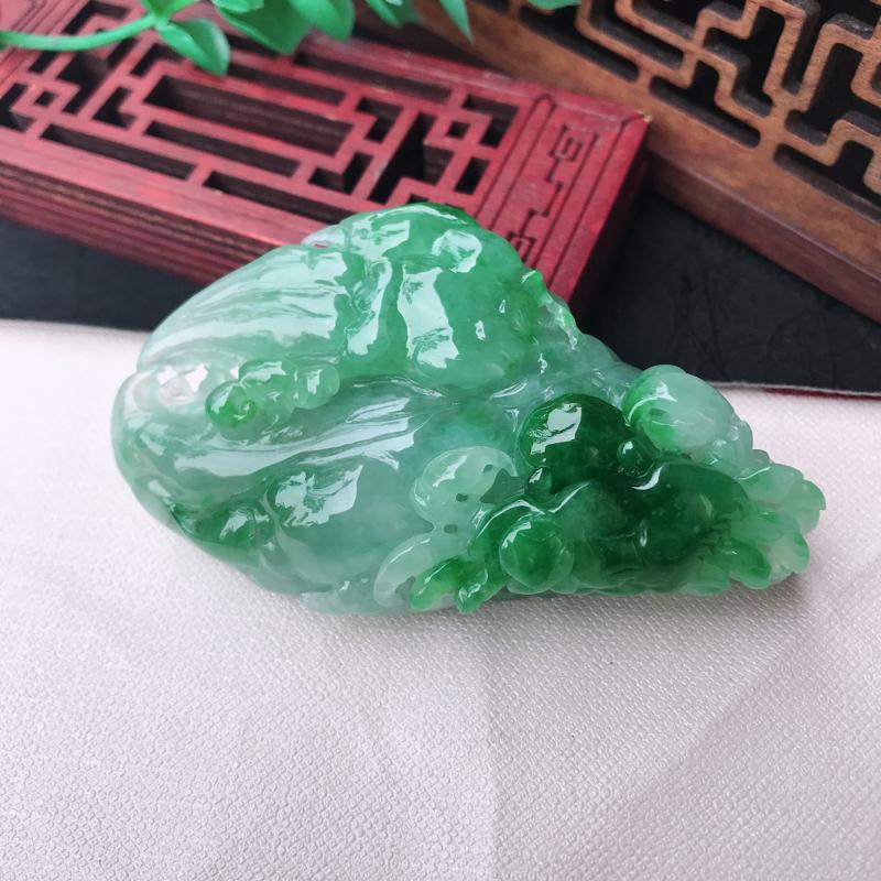 翡翠飘绿精雕起胶感如意八方来财,螃蟹🦀️。种老水足,色泽鲜艳,雕工精湛,尺寸70.8*42.3*25
