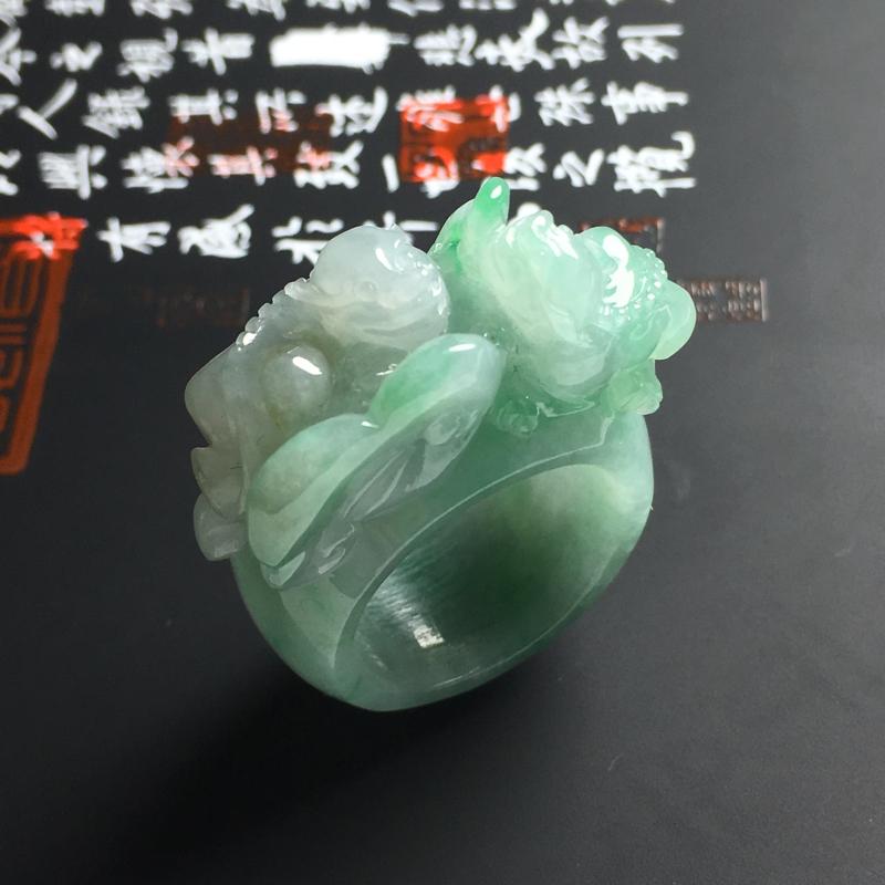 糯种带色貔貅扳指 内径21 宽15 厚5毫米 色彩亮丽 雕工精致