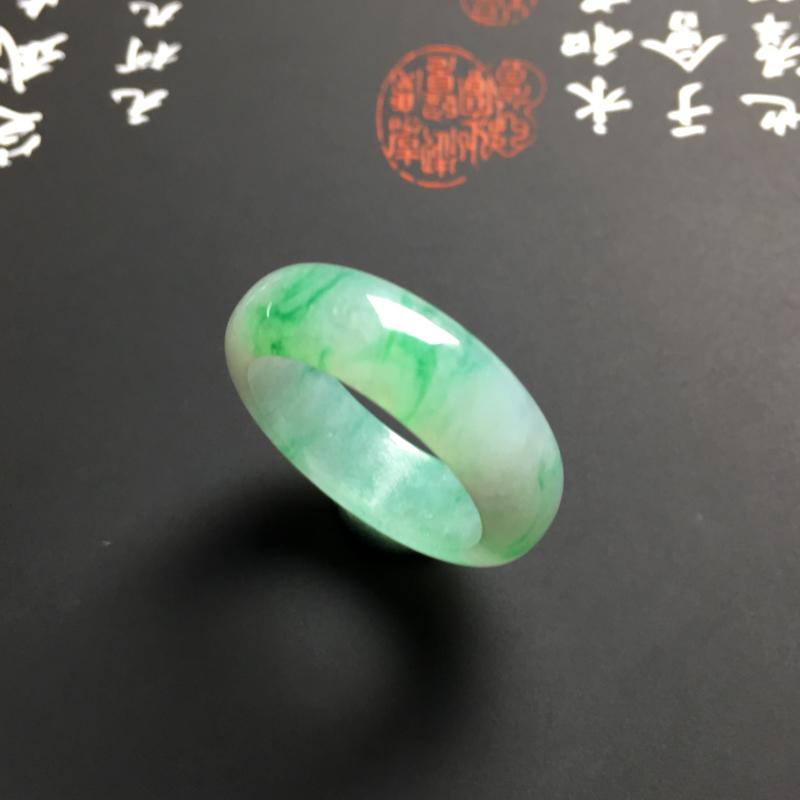 糯化种带色指环 外径24宽6.5厚3毫米 内直径18毫米 水润通透 翠色艳丽