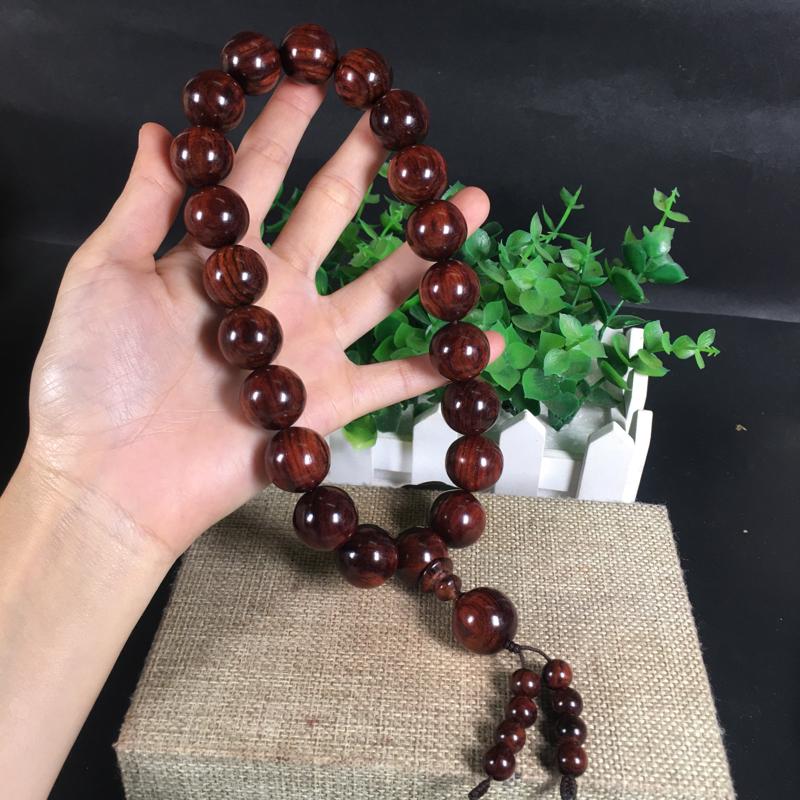 1.8手持!海南黄花梨紫红油梨、1.8cm、同料一条,纹理清晰、天眼、大黑油线!精致的一款手持珠!收