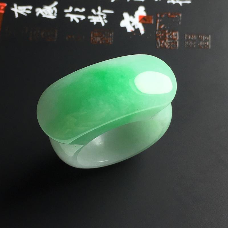 细糯种带色马鞍扳指 内径20毫米 宽13 厚6.5毫米 玉质水润 色彩亮丽