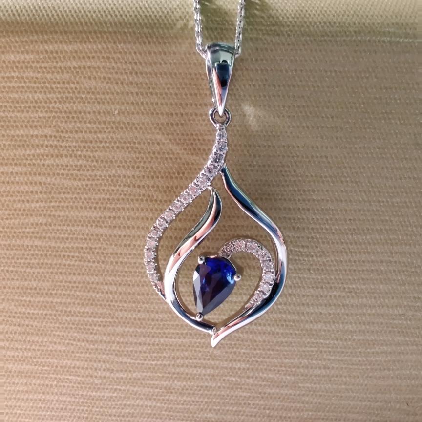 【吊坠】18k金+蓝宝石+钻石 颜色纯正 净度高 切工精细 尺寸:4*6mm  重量:2.36g