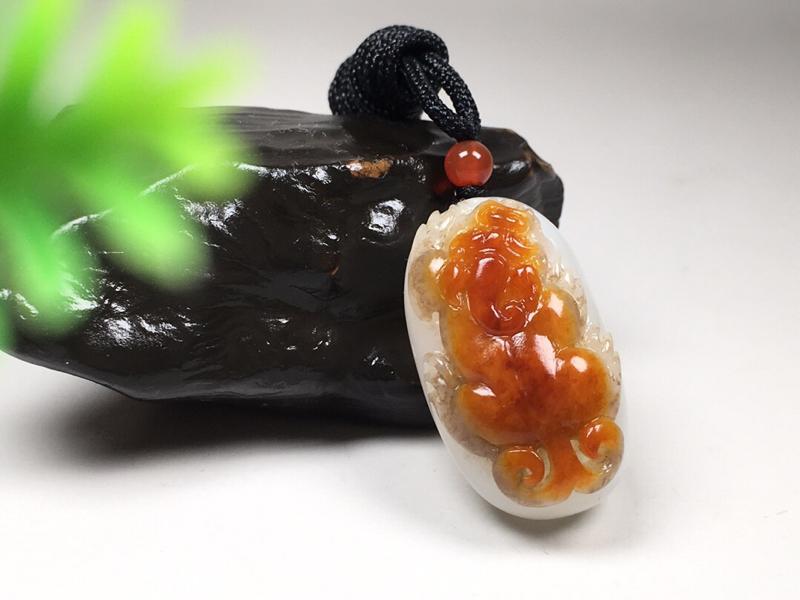 精品优藏💮 【瑞兽守护】24克 新疆和田玉原皮 俏色巧雕 肉质白皙 玉质温润 料子细腻 结构细糯 过