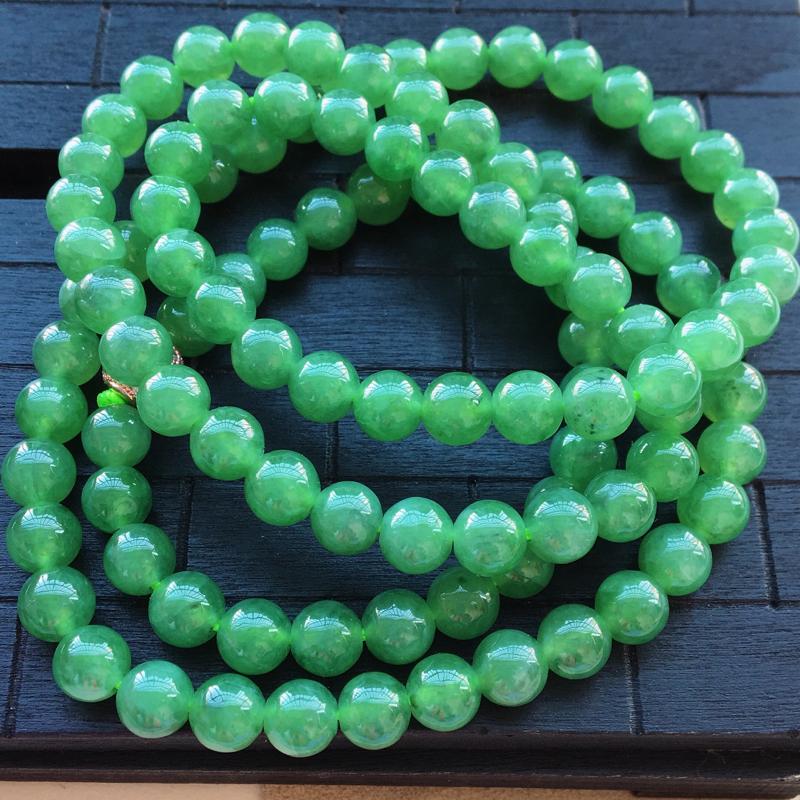 自然光实拍,缅甸a货翡翠,满绿项链,种好水润,颜色漂亮,玉质细腻,佩戴佳品