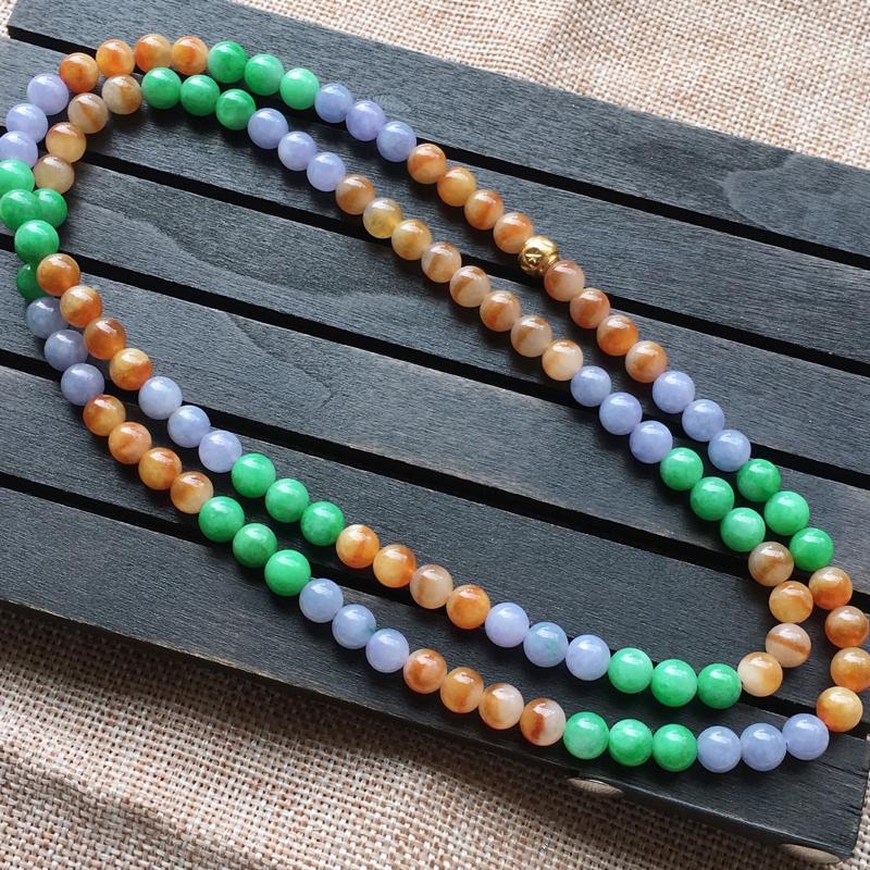 自然光实拍,缅甸a货翡翠,三彩圆珠项链,108颗,颜色漂亮迷人,种好水润,玉质细腻,雕工精细,品相佳