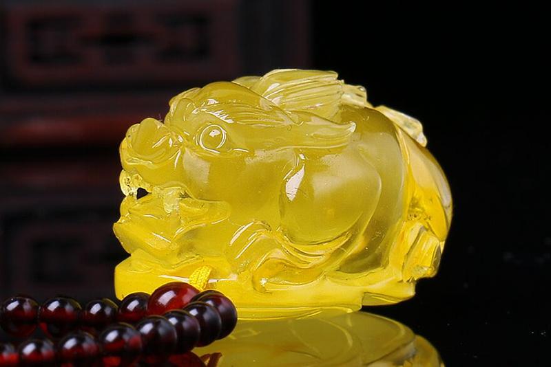 【琥珀 立体精雕 貔貅 挂件】色泽圆润,立体精雕细腻,栩栩如生,貔貅,上古瑞兽,有保平安的作用,寓意
