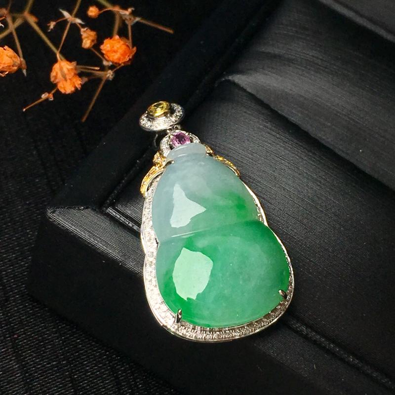 翡翠a货,飘绿葫芦吊坠,18k金镶嵌,颜色清爽,种水一流,佩戴精美,性价