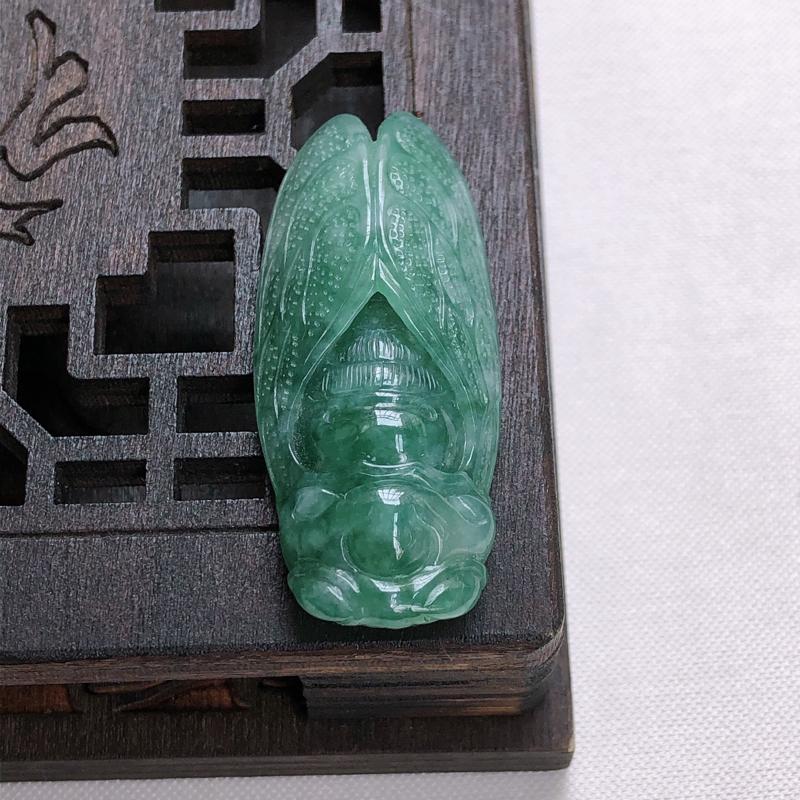 01/09  满绿精雕一鸣惊人挂件,尺寸:42.3*18.4*7.9mm