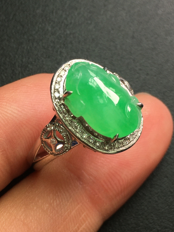翡翠A货,金蟾戒指,18K金钻石镶嵌,完美,种水超好,性价比高。