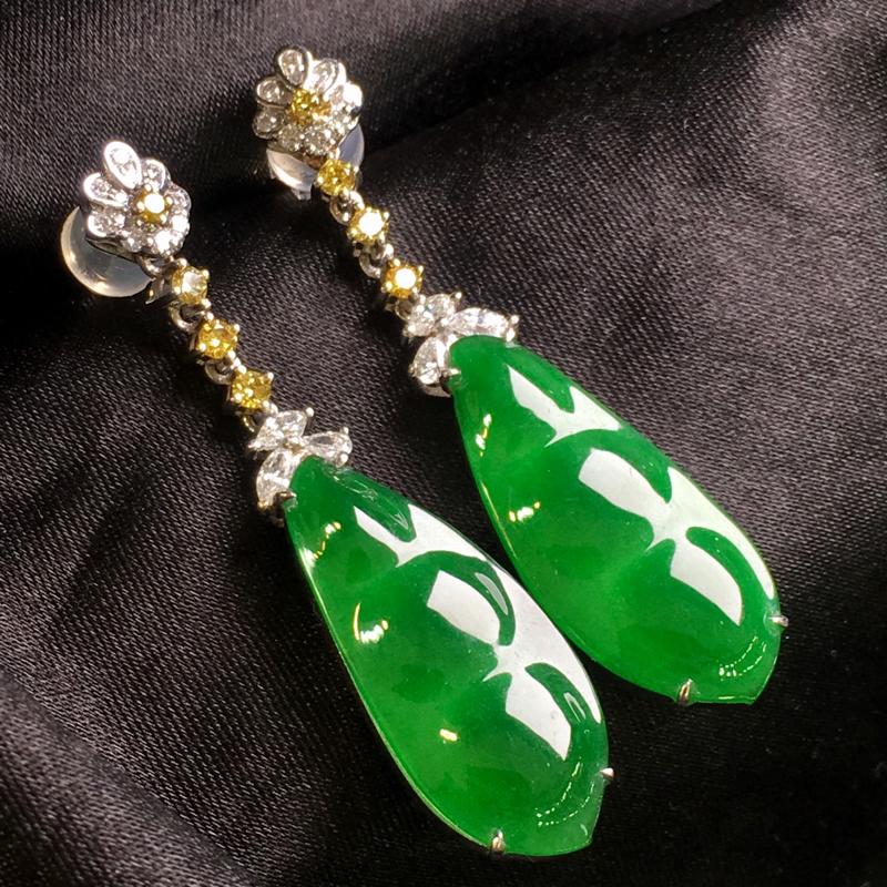 天然翡翠A货,18K金伴钻镶嵌,满绿福豆耳环,色泽鲜艳,料子细腻,冰透水润,款式简单时尚,性价比高,