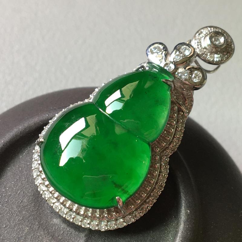 冰满绿葫芦吊坠,完美,水头足,色泽艳丽,整体尺寸33/17.7/8.5