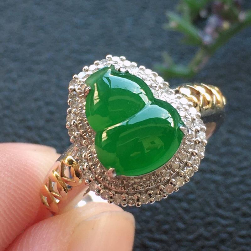 【原价6440元】*精品翡翠18K镶嵌伴钻葫芦戒指,雕工精美,玉质莹润,尺寸:内径:16.7MM,裸
