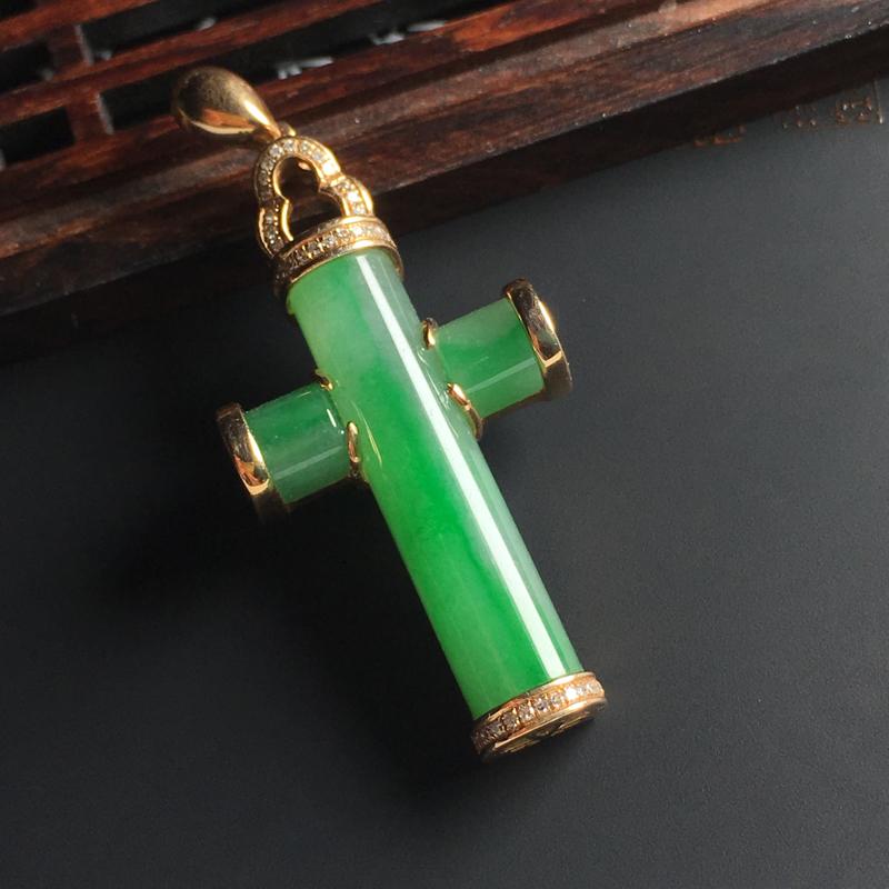 糯化种飘绿十字架吊坠 18K金带钻镶嵌 整体尺寸43-21-7.5毫米 翠色艳丽