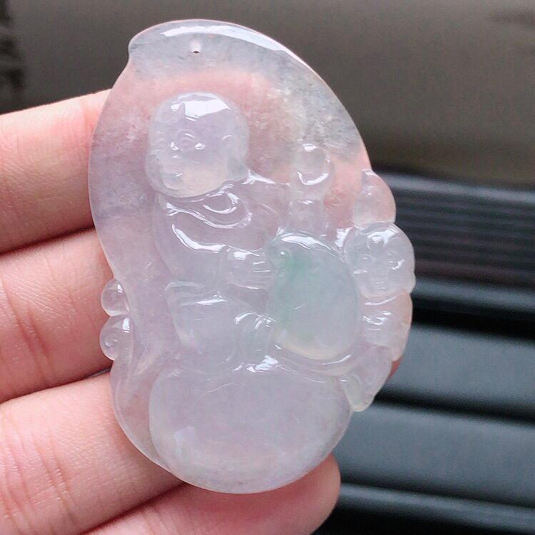 天然缅甸翡翠A货冰种童子吊坠 ,料子细腻柔洁, 尺寸50x33x7mm ,重量18.89g 。