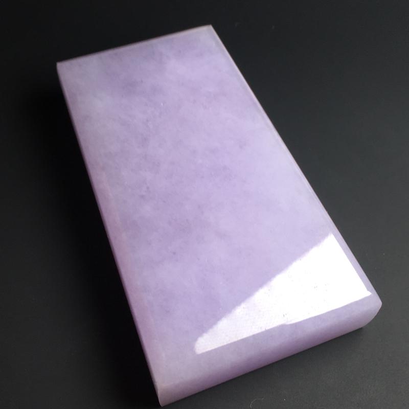 【紫罗兰无事牌】色泽艳丽  玉质细腻  饱满厚实  品相佳  尺寸65-38-12毫米