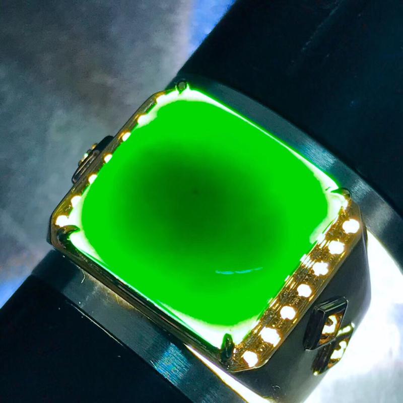 墨翠:【戒指】18K金+南非钻镶嵌,完美无裂纹,细腻干净,黑度极黑,性价比高,做工精致,打灯透绿,整