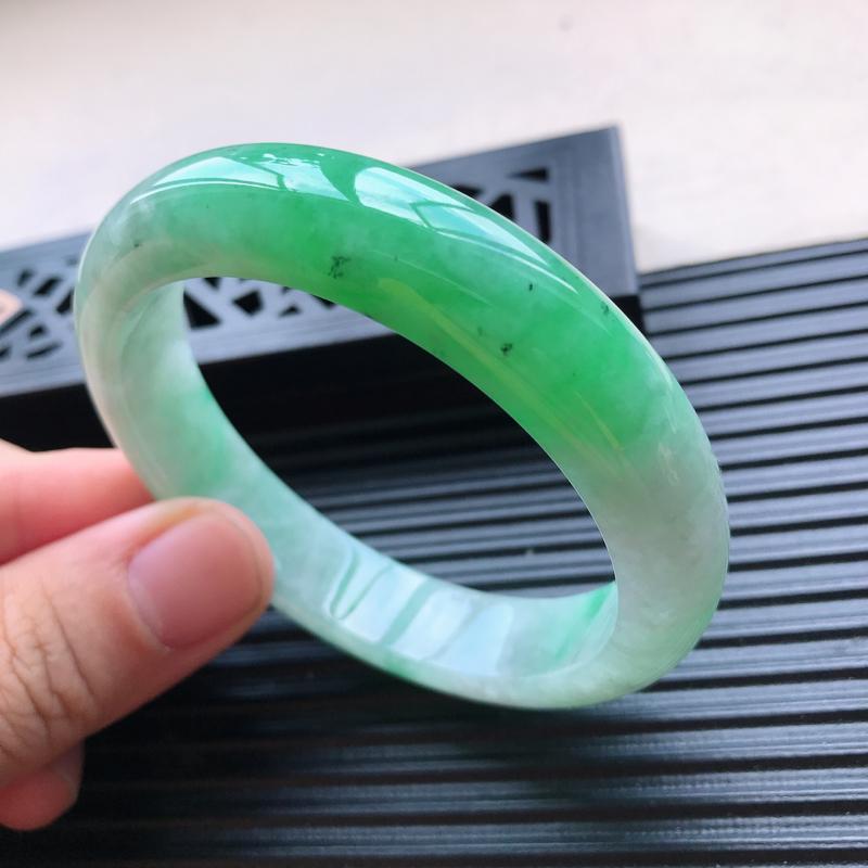 天然翡翠A货细糯种水润飘绿正圈手镯,尺寸56.7-12.7-8mm,玉质细腻,种水好
