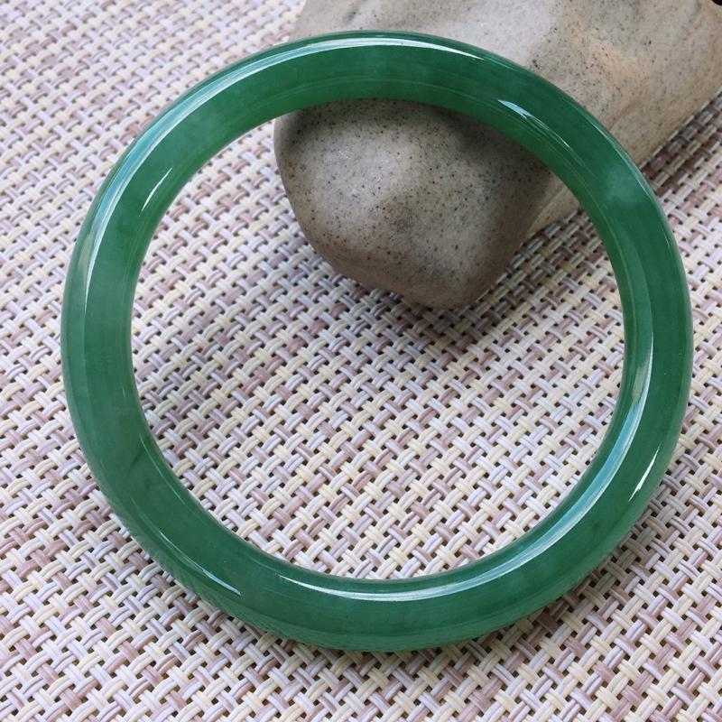 圆条52-53,天然翡翠手镯,水润起胶感,优雅满绿,质地细腻,圆条玉手镯,完美无纹裂,尺寸圈口52.