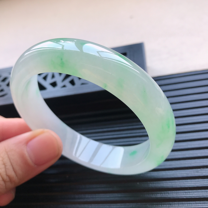 天然翡翠A货冰糯种水润通透飘绿种水正圈手镯,尺寸57.5-14.1-8mm,玉质细腻,种