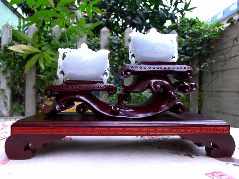 (鸿运当头)翡翠的水润细腻完美把把壶精品茶壶摆件一对,料子细腻柔软,雕工精美,线条流畅。单个尺寸64