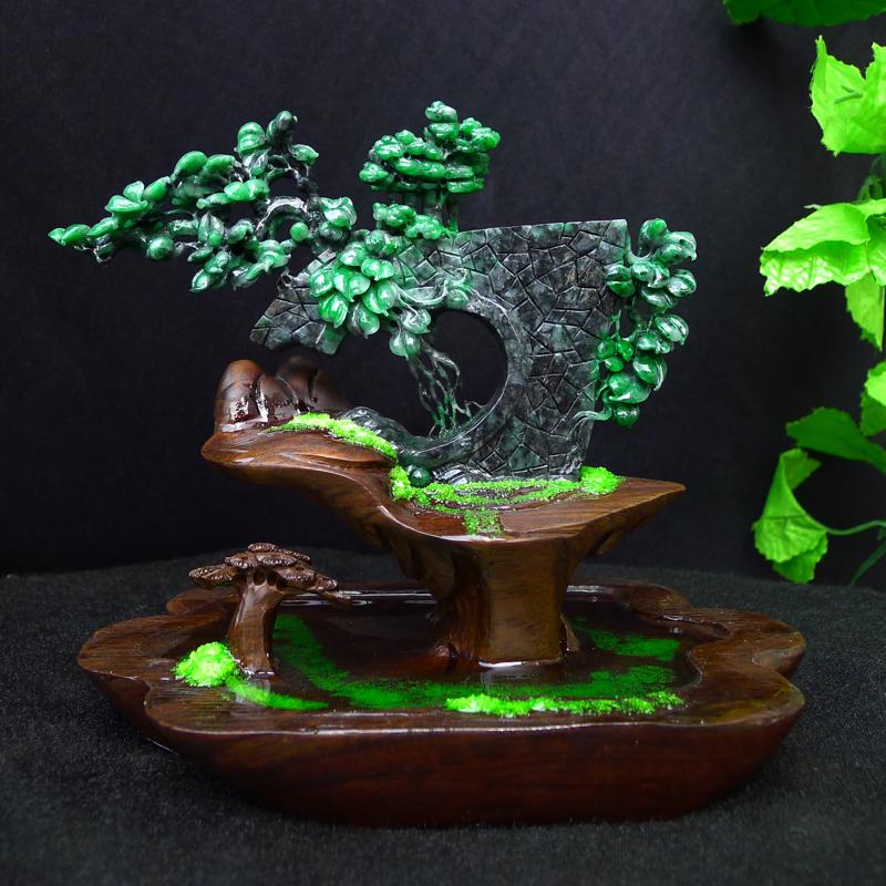 翡翠水润乌鸡飘绿精雕特色盆景作品摆件,玉石尺寸115*190*20mm,连精美底座尺寸190*210