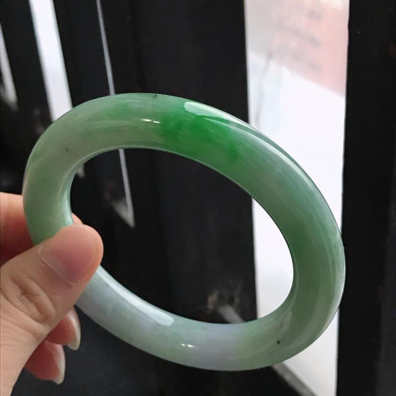 正圈,缅甸天然翡翠A货老坑手镯,尺寸60/12.4/12.4飘阳绿圆条手镯上手高档
