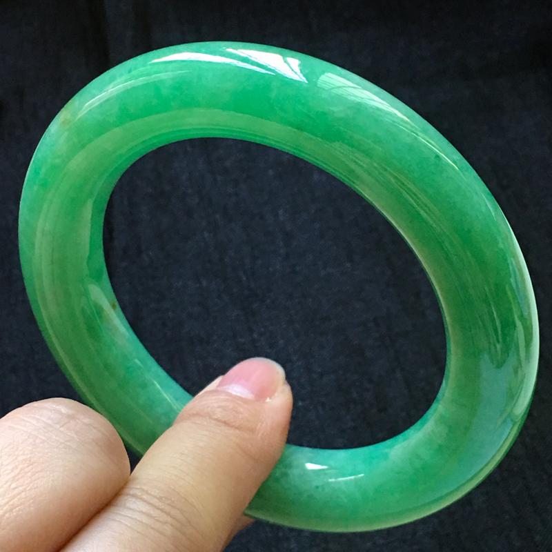 天然翡翠A货,满绿圆条手镯,色泽鲜艳,料子细腻,厚装大气,玉质莹润,版形好,性价比超高