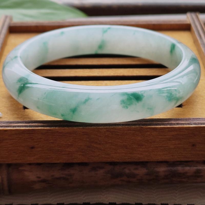 【正圈53圈口】自然光实拍,天然翡翠A货莹润飘蓝花平安镯,尺寸:53-11.0-7mm,重量:3