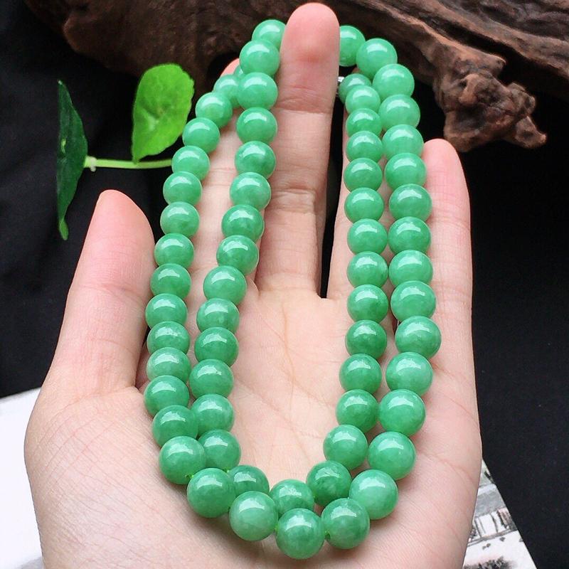 缅甸翡翠带绿圆珠项链,自然光实拍,颜色漂亮,玉质莹润,佩戴佳品,单颗尺寸大:8.8mm,单颗尺寸小: