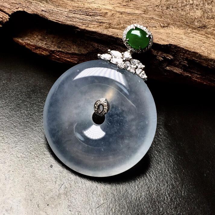 一尘不染的高冰种近玻璃种平安扣,纯净通透,毫无杂色,老种料,底子细腻冰润,18K金精美镶嵌,裸石