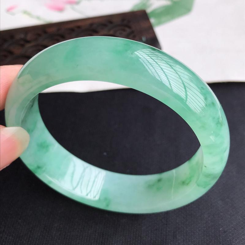圈口57mm天然翡翠A货老坑细糯种飘绿正圈手镯,圈口:57.4×16×7.6mm,料子细腻,水头好,