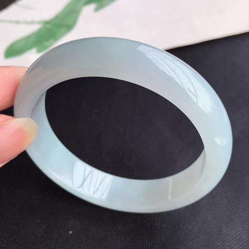 圈口57mm天然翡翠A货老坑糯化种淡绿正圈手镯,圈口:57.3×13.6×8mm,料子细腻,水头好,