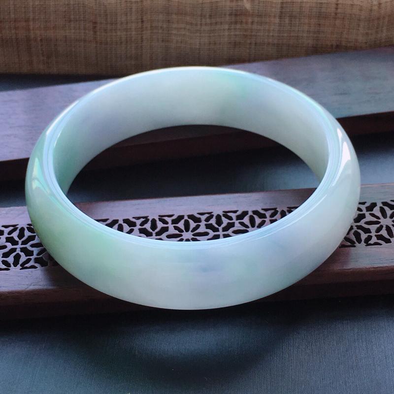 糯化种春带彩正圈手镯,圈口:58.5mm  尺寸:16×7mm  天然翡翠A货玉质细腻精雕细雕手镯,