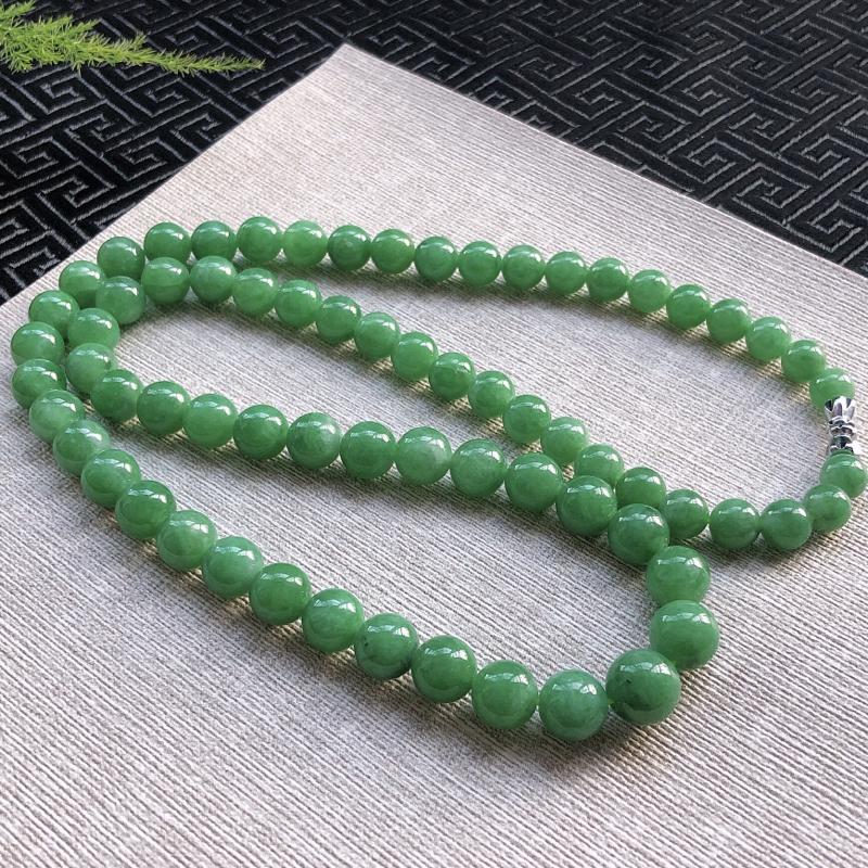 糯种满色翡翠圆珠塔珠项链,珠圆玉润,玉质细腻,色泽佳,完美度高,珠子卡6.6*9.3,共69颗。