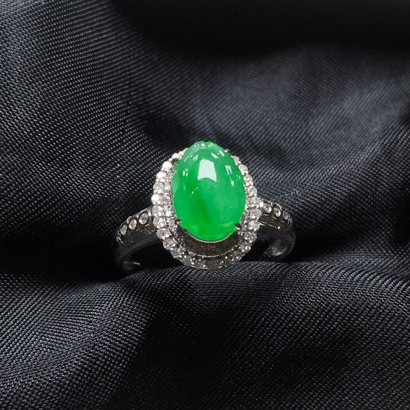翡翠a货,底色飘绿三脚金蟾戒指💍,18k金镶嵌,种水一流,佩戴精美