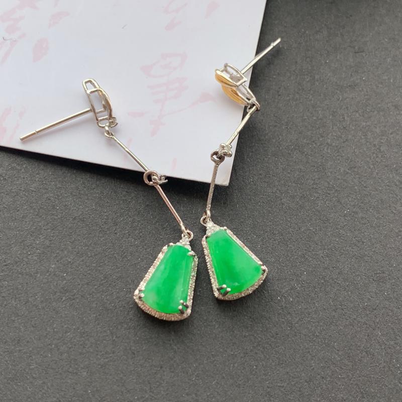 阳绿18K金镶嵌耳坠_种好,玉质细腻,水头饱满,色彩迷人,形体漂亮,有种有色,水润精致,上身效果极佳
