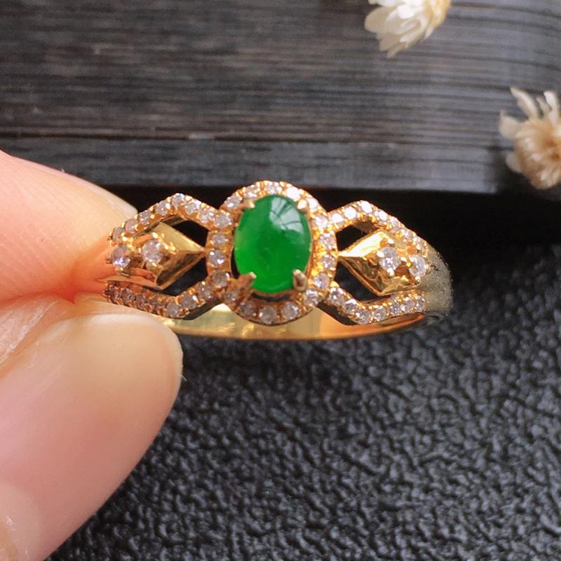 精品翡翠18K伴钻戒指,雕工精美,玉质莹润,尺寸:内径:16.3MM,玉:4.4*3.4*2MM,总