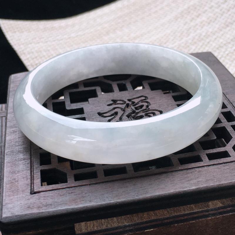 圈口:56-57,天然翡翠A货—莹润正圈手镯,尺寸:56.5/13.2/7.2,棉纹