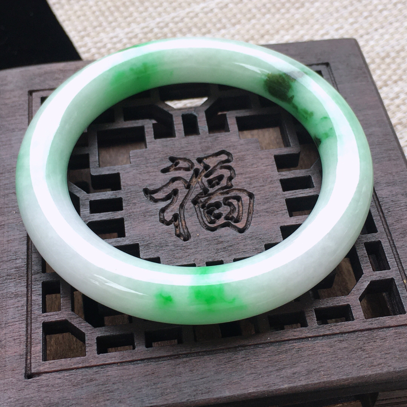 圈口:52,天然翡翠A货—飘翠绿水润圆条手镯,尺寸:52/10.5/19,纹    玉